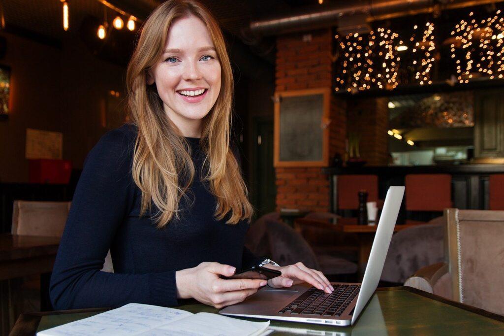Business Lady Woman Girl Computer - nastya_gepp / Pixabay